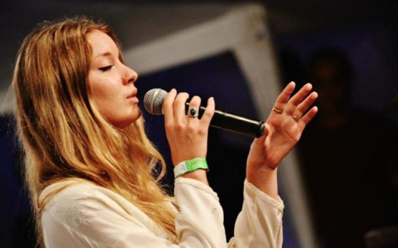 Aischa Schut e Blues Sessions se apresentam no Solar Music Festival