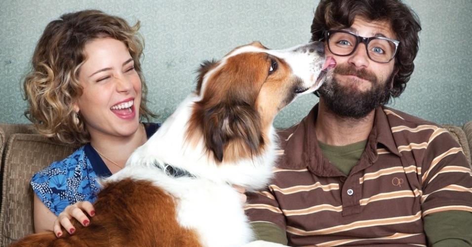 Em Mato sem cachorro Leandra leal e Bruno Gagliasso vivem em comum a paixão pelo animal de estimação