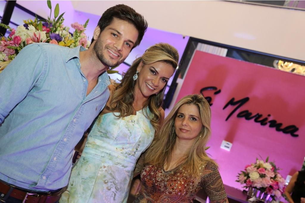 Vitor Facchinetti e Carla Barreto da loja Domizia com Néa Vasconcelos do Sá Marina