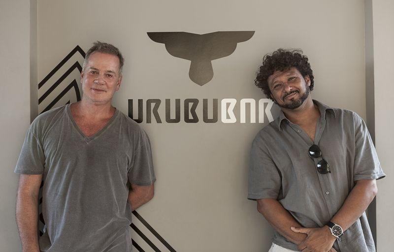 Sócios do F Design Hostel, Luiz Fernando Guimarães e Adriano Medeiros, convidam para a virada especial Foto: Divulgação