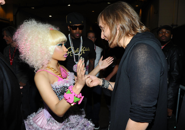 Com a cantora Nick Minaj  com quem Guetta fez inúmeros sucessos, sendo o maior deles Turn me on. Foto: Divulgação