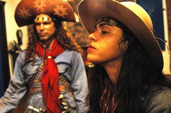 Analu Tavares em cena com Jackson Costa em Revoada