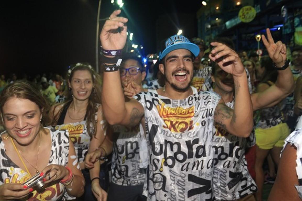 Caio Castro no bloco Vumbora