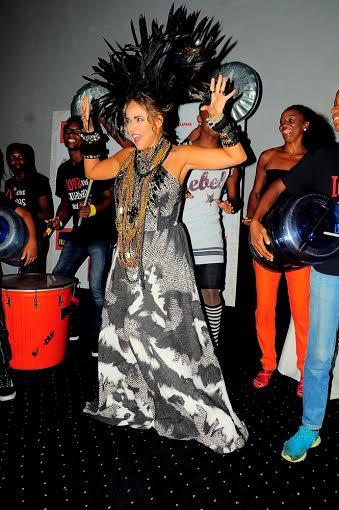 Daniela com figurino de Eduardo Suppes da Divina Pele por Juci Ribeiro