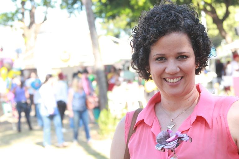 Paula Dultra do blo Mão na Mão com flor da campanha