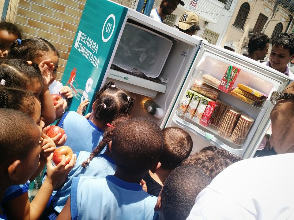 A primeira Geladeira Comunitária está instalada na porta do IBCM, bairro de Nazaré