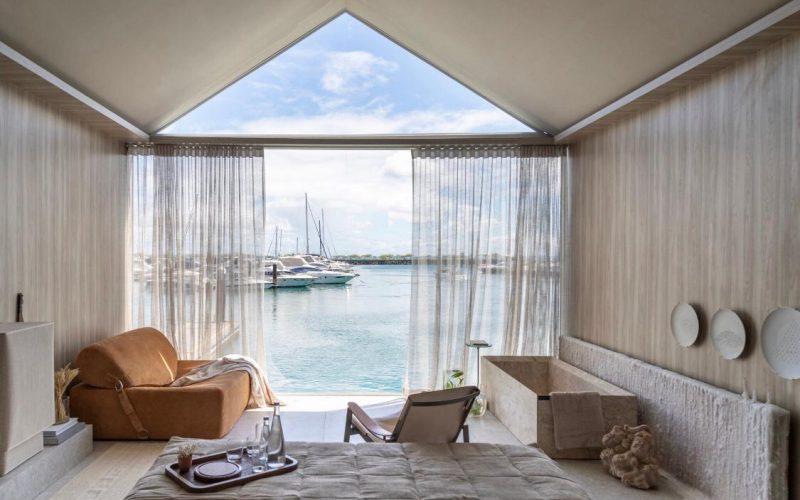 Praia de Creta inspira suíte da Sinta Arquitetura e Gabriel Magalhães no Casas Conceito