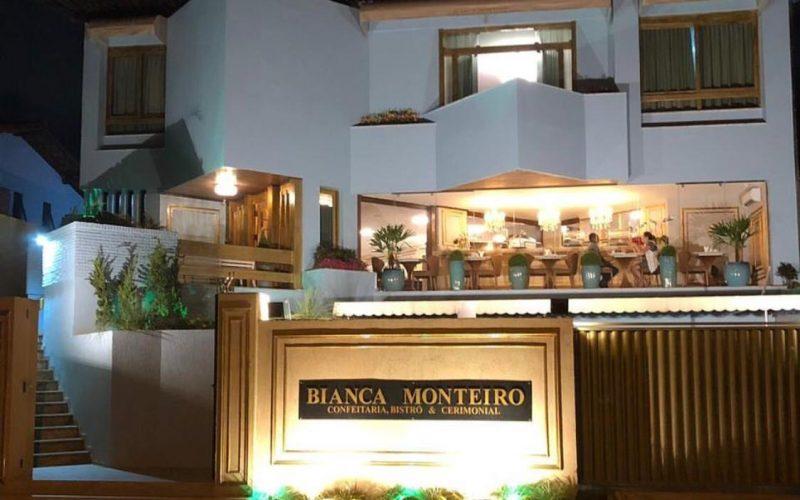 Welcome Drink e máscaras no bailinho da Bianca Monteiro Confeitaria