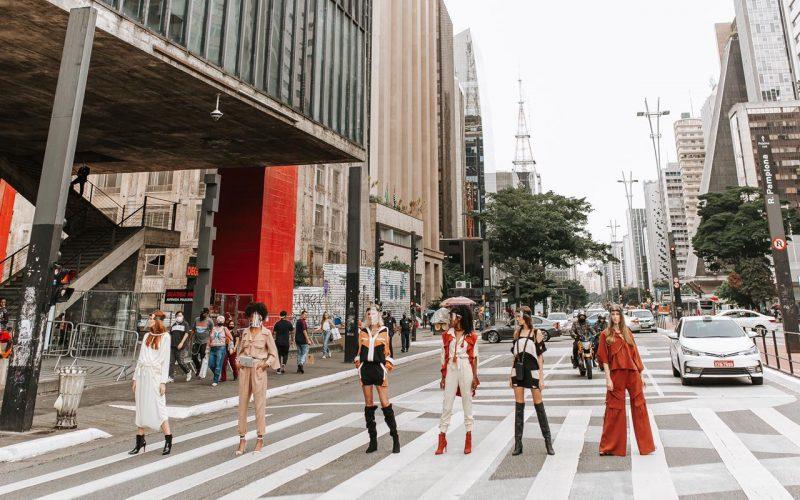 #Garnus: Desfile a céu aberto gera comoção nas ruas da capital paulista